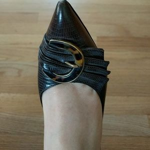 Darling vintage Pollini leather shoes!  Size 8